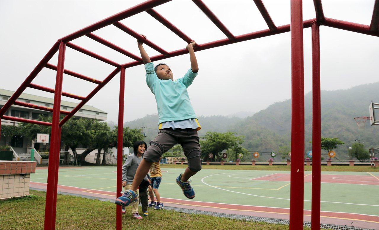 台南南化關山里瑞峰國小是當地唯一的學校。記者劉學聖/攝影