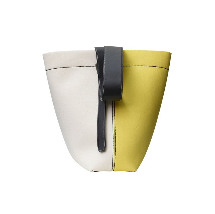 TWISTED CABAS米黃拼色帆布肩背提包,售價58,000元。圖/CELI...