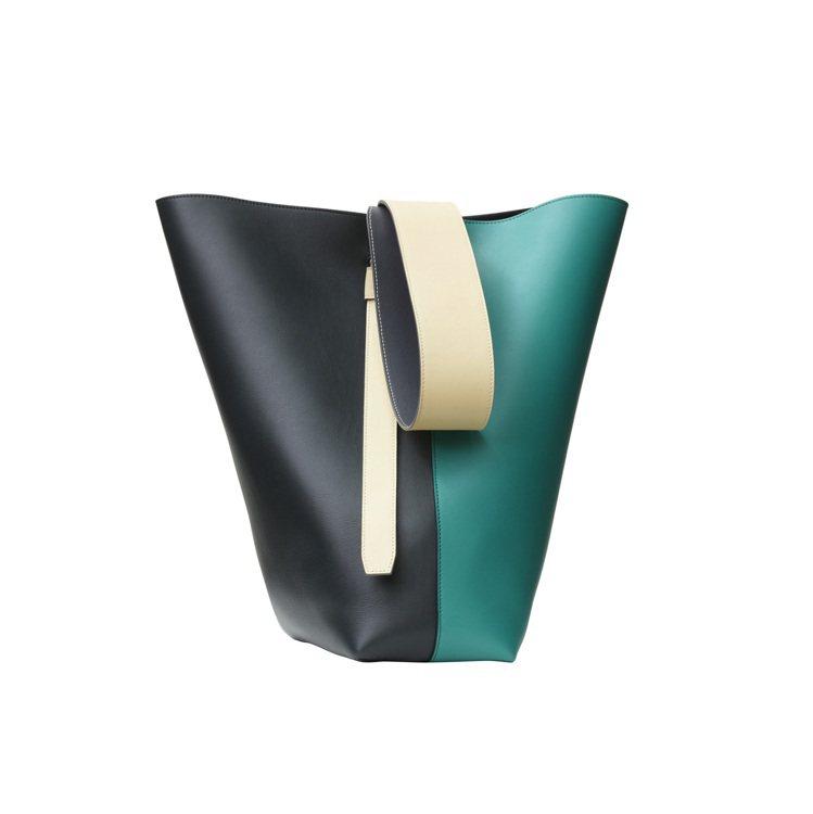 TWISTED CABAS雙綠拼色光滑小牛皮肩背提包,售價68,000元。圖/C...