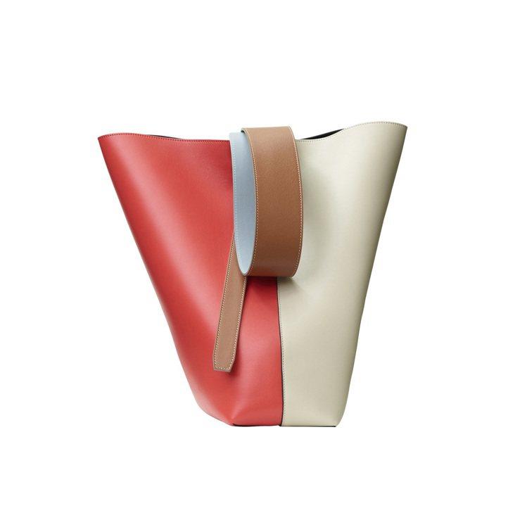 TWISTED CABAS米紅拼色光滑小牛皮肩背提包,售價68,000元。圖/C...