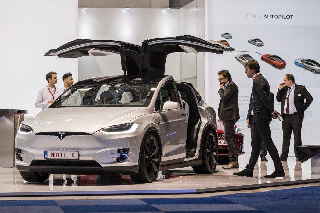 特斯拉將召回全球53,000台Model S和Model X車輛,因為手煞車可能...