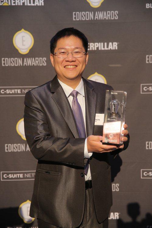 工研院以「可高速充放電鋁電池」今日獲得愛迪生獎,由博士楊昌中代表領獎。圖/工研院...