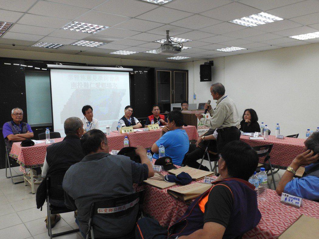 仁愛鄉部落耆老向原轉會委員雲天寶提出傳統領域劃設意見。記者賴香珊/攝影