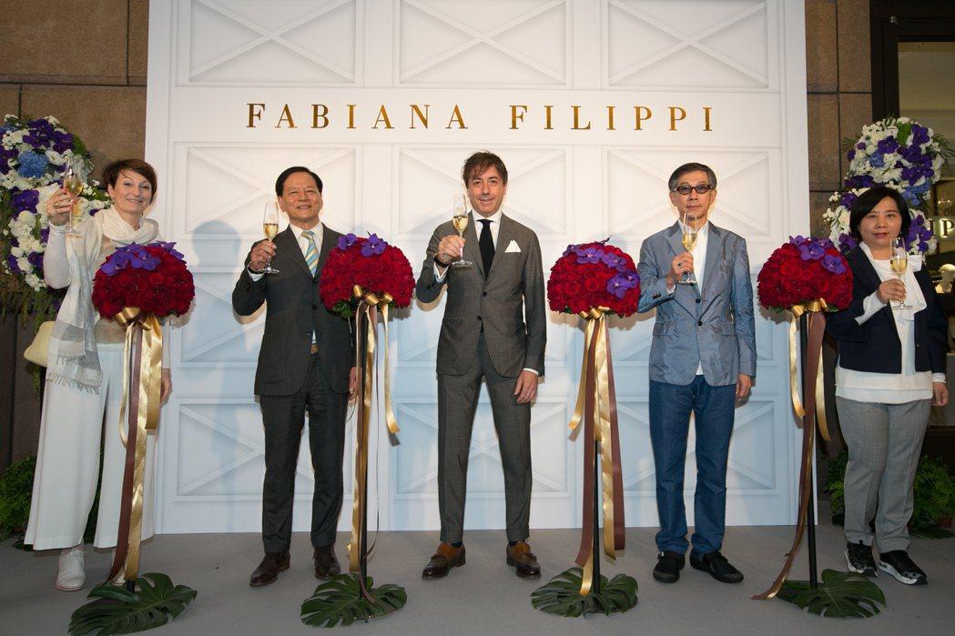 (左起)品牌代表Ilia Puletti、世新國際董事長鄭薛智、品牌總裁Mari...
