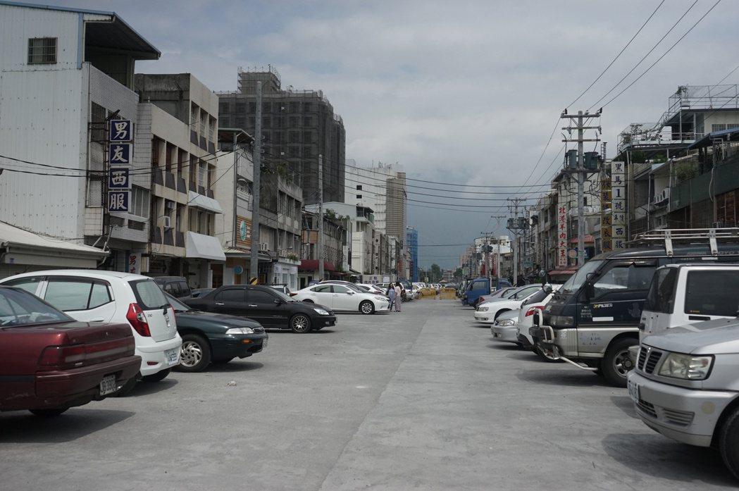 花蓮縣府提出「日出香榭大道」整體景觀工程,要把自由街建構成觀光休閒亮點。記者王燕...
