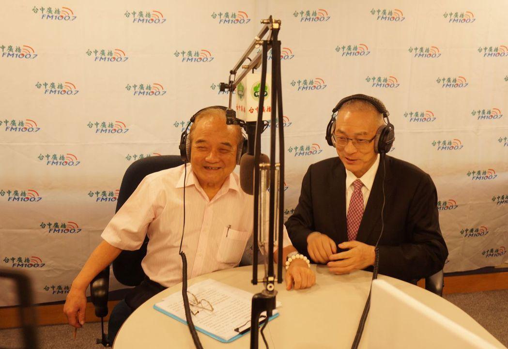 前副總統吳敦義(右)今下午接受廣播專訪,吳敦義說,蔡英文奪權有術,但治國無方,馬...