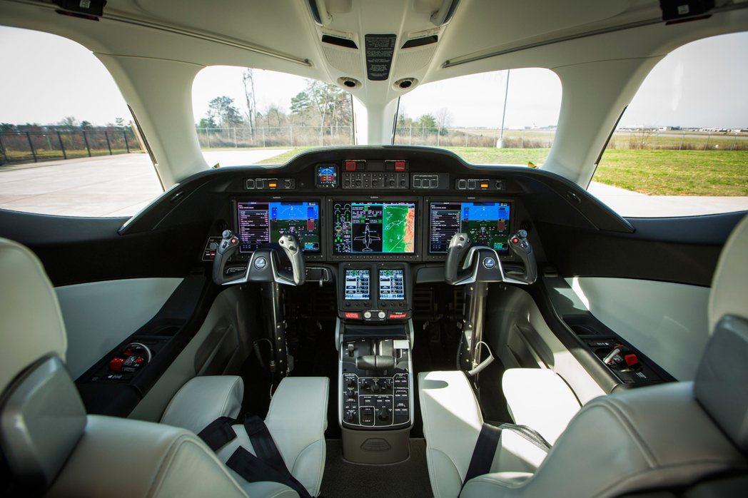 HondaJet駕駛艙。圖/本田提供