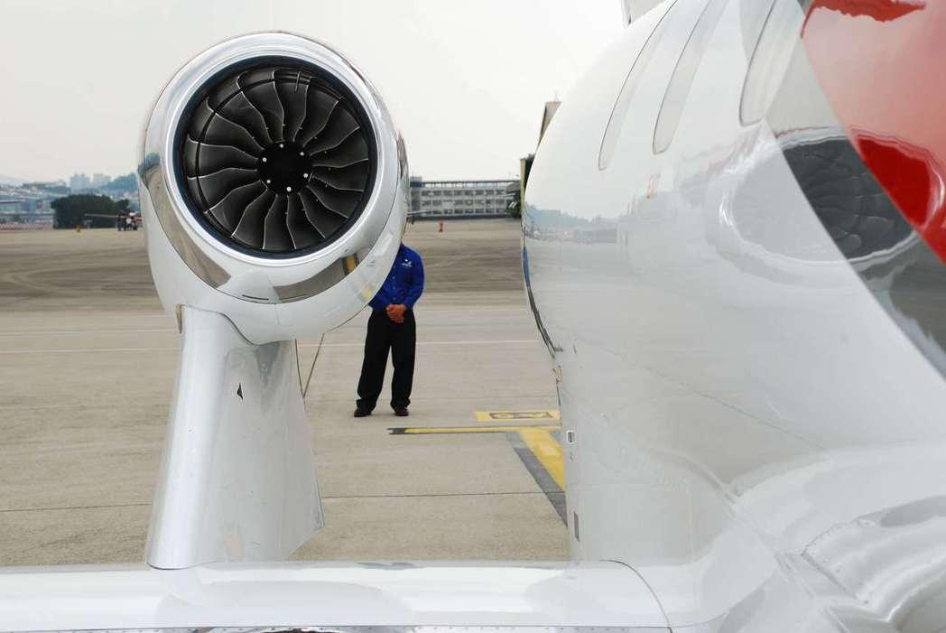 HondaJet的單顆引擎推力可達2250磅。記者林昱丞/攝影