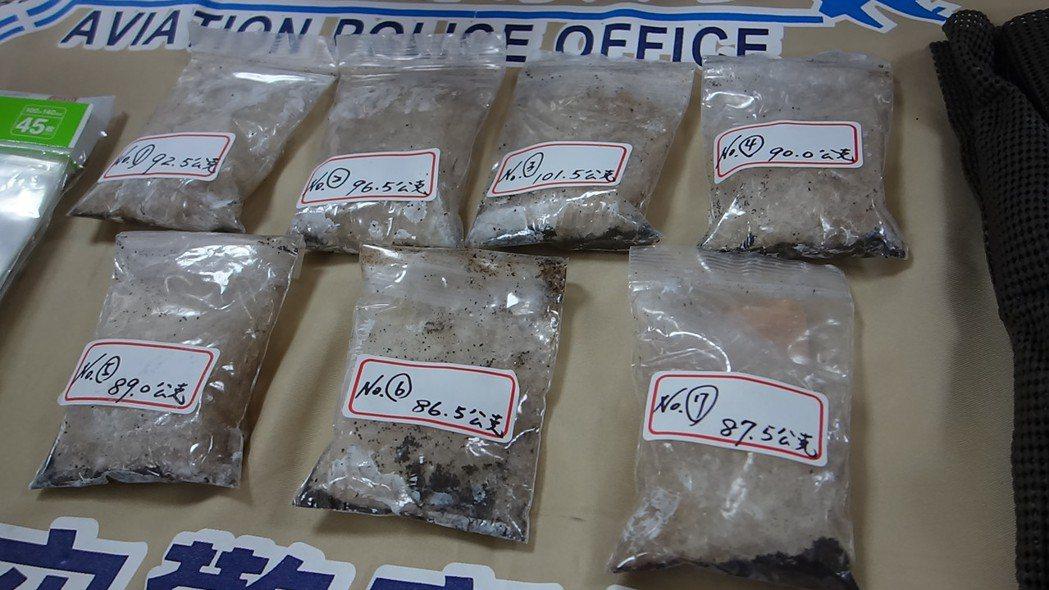 警方在老翁家中查扣安非他命7包,市值130萬元。記者劉星君/攝影