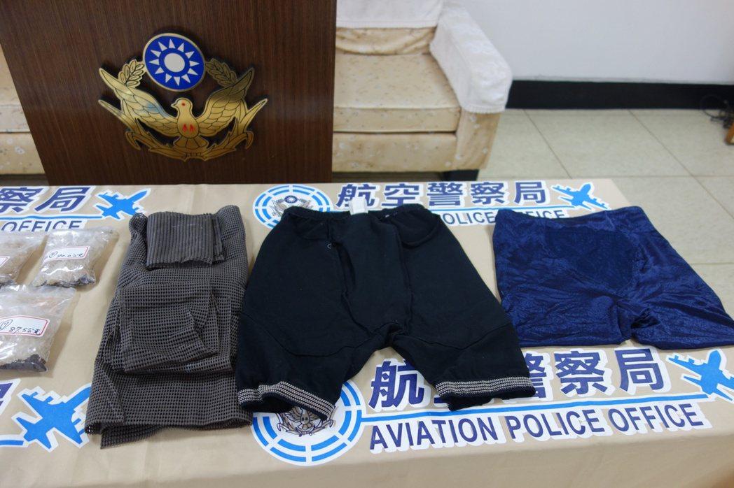 警方在老翁家中查扣跟去年同款女用束褲,夾藏毒品安非他命。記者劉星君/攝影