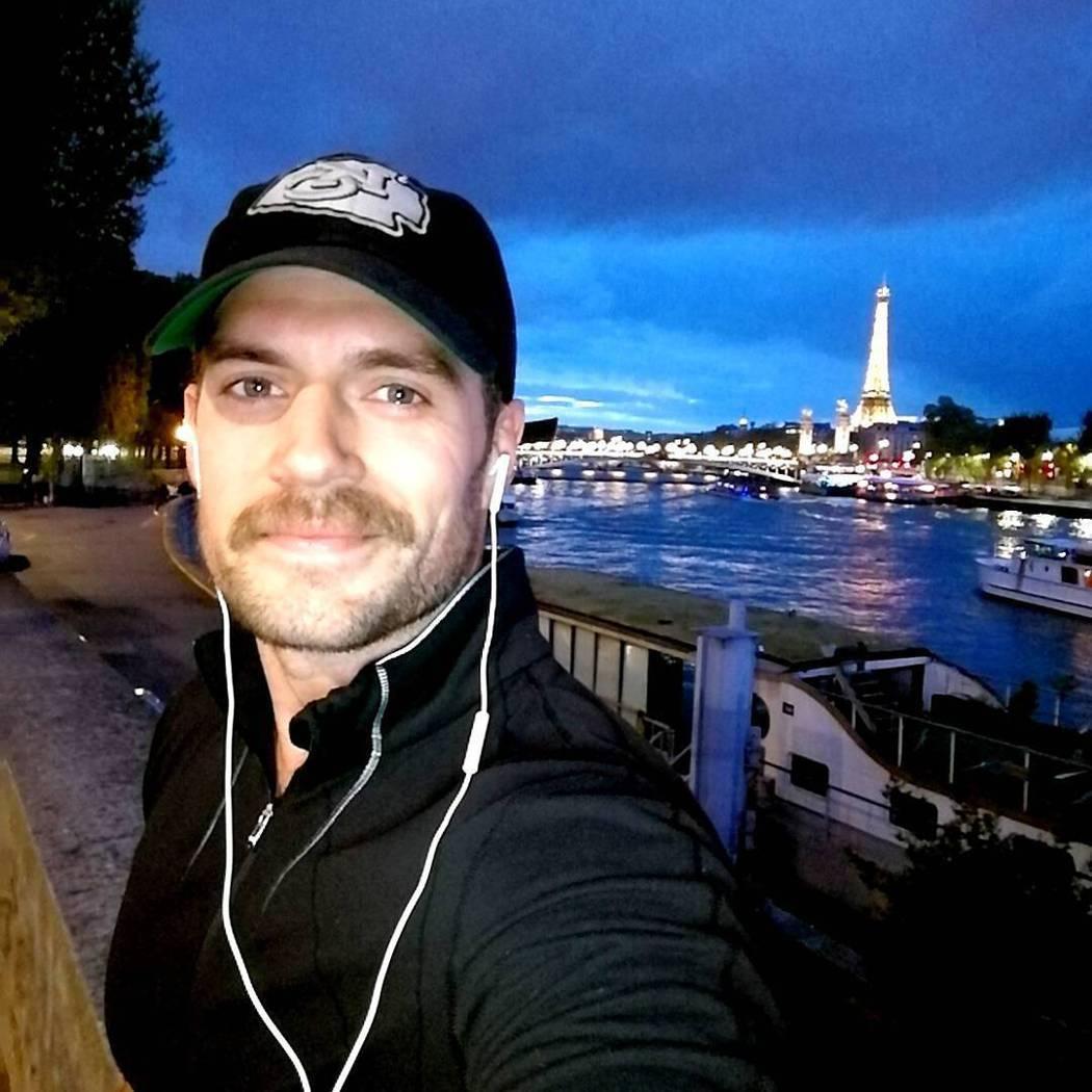 亨利卡維爾為「不可能的任務6」蓄鬍,變得較為成熟。圖/摘自Instagram