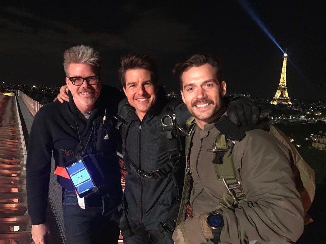 「不可能的任務6」導演克里斯多夫麥奎利(左起)與湯姆克魯斯、亨利卡維爾在巴黎外景