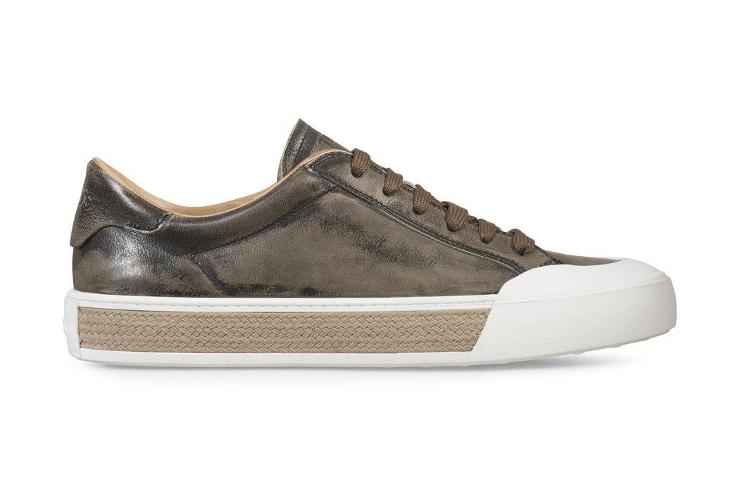 TOD'S仿舊刷色草編裝飾板鞋,24,400元。圖/迪生提供