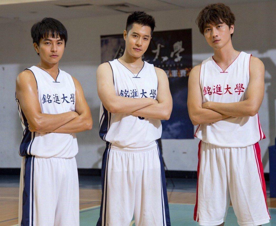 楊銘威(左起)、周湯豪、張捷為籃球賽戲份,親自下場苦練球技。圖/東森提供