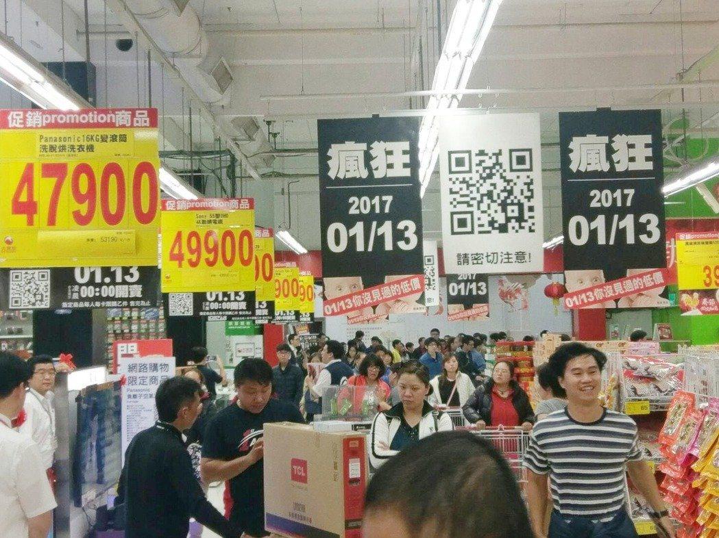 彰化縣的三家蛋雞場,被檢驗出蛋含有戴奧辛超標,台北市14家量販店、批發通路商,業...