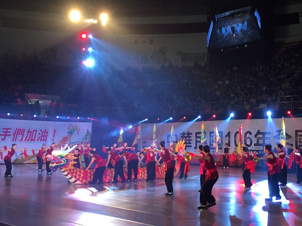 彰化縣舉行全中運,在地學生表演拉開序幕。記者林敬家/攝影