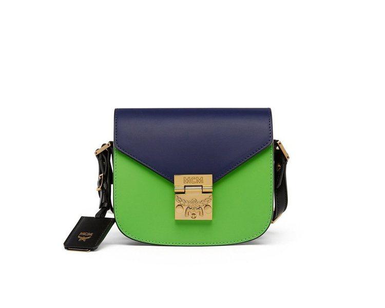 Patricia迷你型撞色款式龐克綠肩背包,售價25,000元。圖/MCM提供