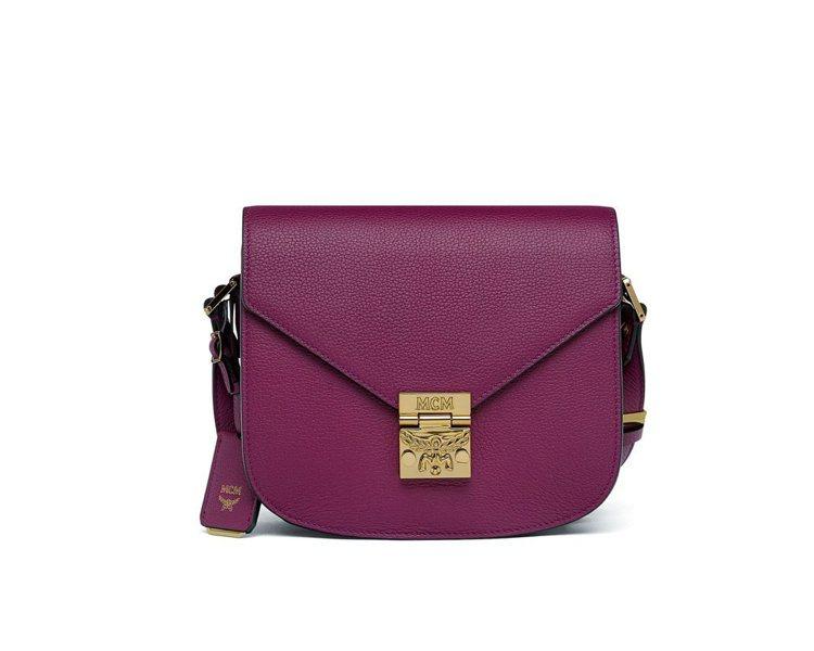 Patricia小型神秘紫肩背包,售價28,000元。圖/MCM提供