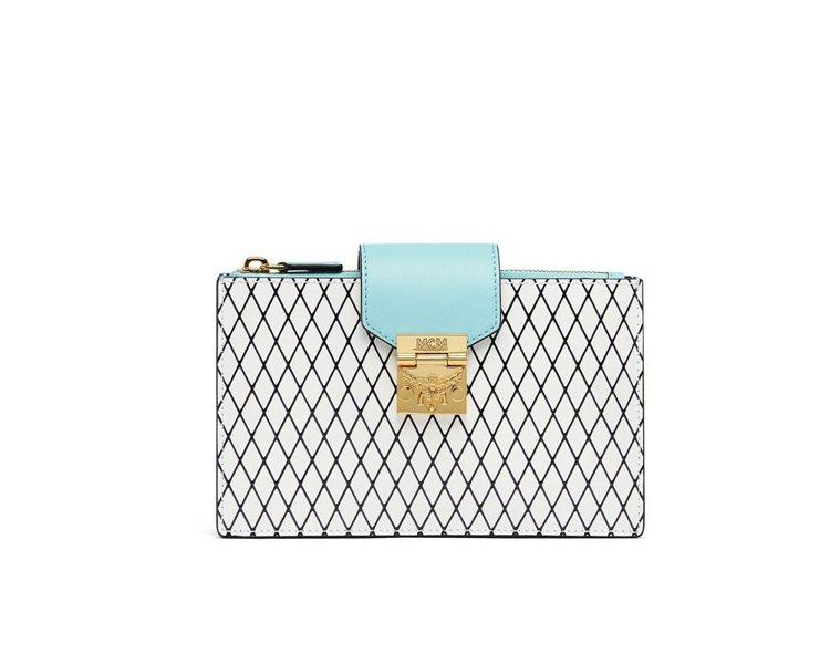 Patricia Rombi鑽石格紋水藍色卡夾,售價17,500元。圖/MCM提...