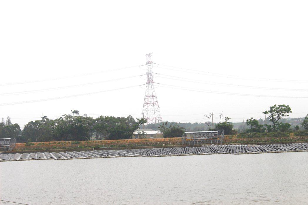 全國首座光電埤塘,結合環保節能成為展場內所有電力來源。記者張雅婷/攝影