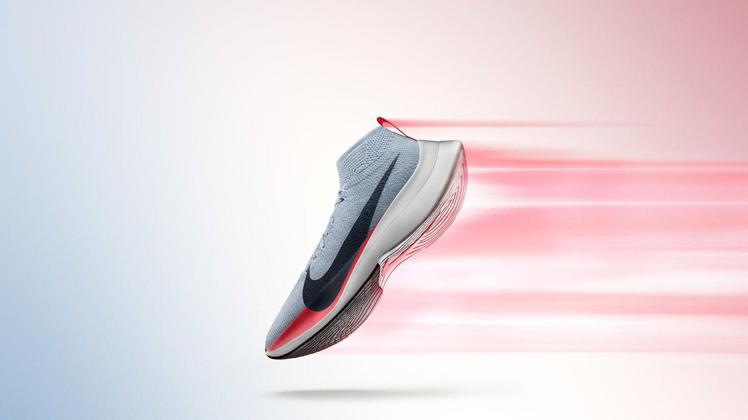 超輕高回彈的 Nike Zoom Vaporfly Elite跑鞋, 可提供跑步...