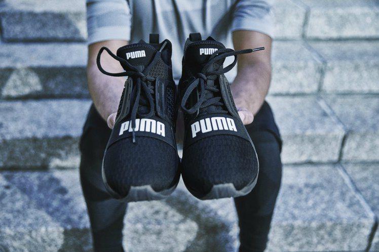 PUMA新款IGNITE Limitless跑鞋,融入潮鞋的外觀設計,3,980...