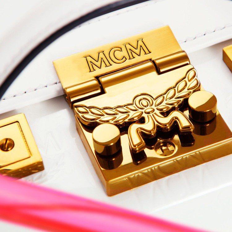 Laurel Lock 系列的鎖釦是包身搶眼設計。圖/MCM提供