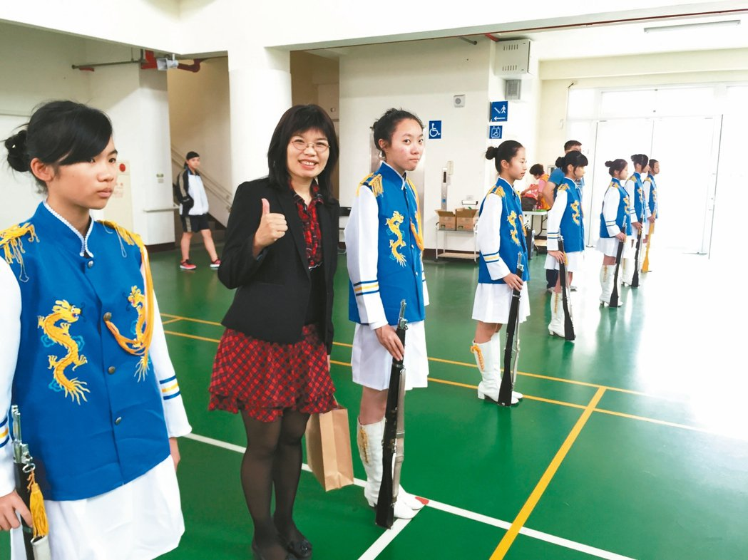 投縣教育處長李孟珍(左2)響應願景工程將在校園推反毒。 記者江良誠/攝影