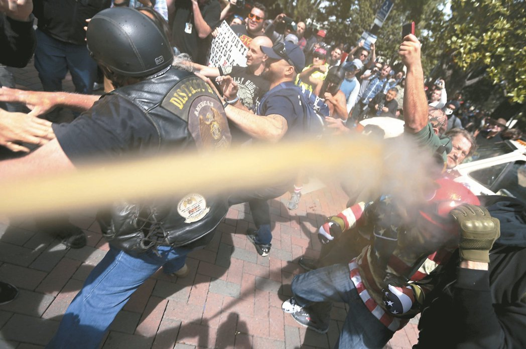 柏克莱校园 为「言论自由」暴力相向