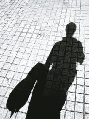 有時看著影子,好像能更了解自己。