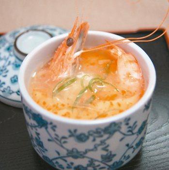 紅蘿蔔鮮蝦蒸蛋