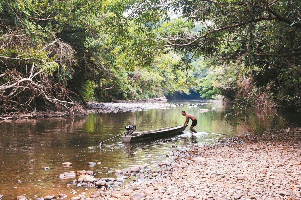 本南族船夫,攝於婆羅洲。