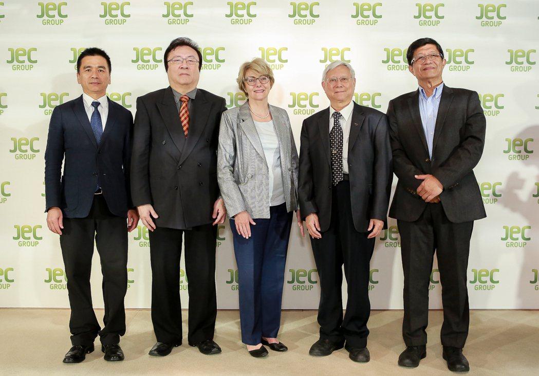 國際複合材料展 10周年,首次跨足台灣交流,台灣產業共響應。左起拓凱實業行銷副總...