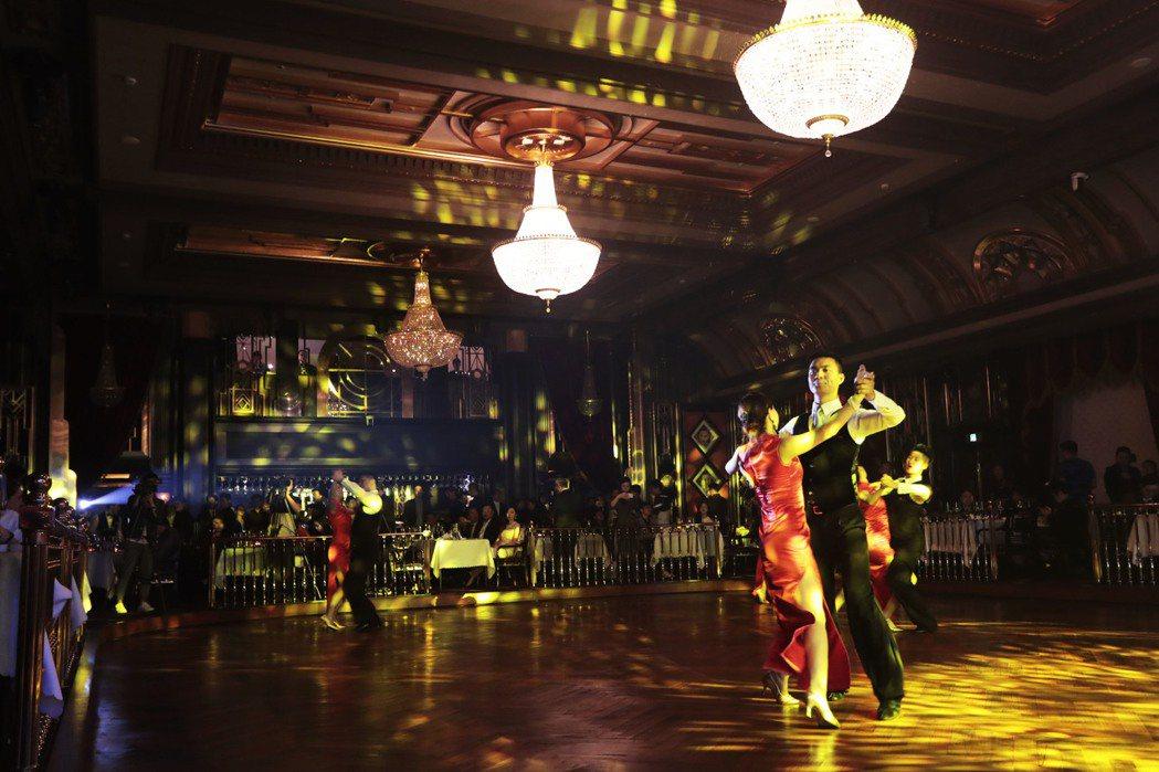 上海百樂門重新開幕,二樓和三樓為兩大主舞池。 (中新社)