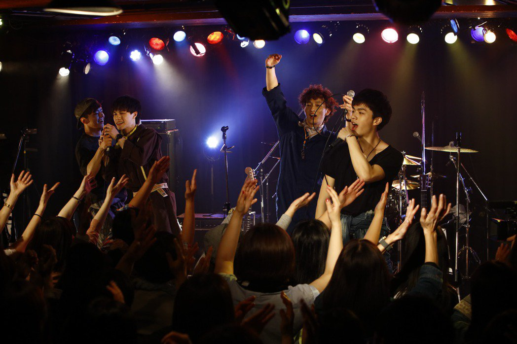 平均年齡19歲的台灣男子團體noovy成功在日本開小型演唱會。 圖/伊林提供