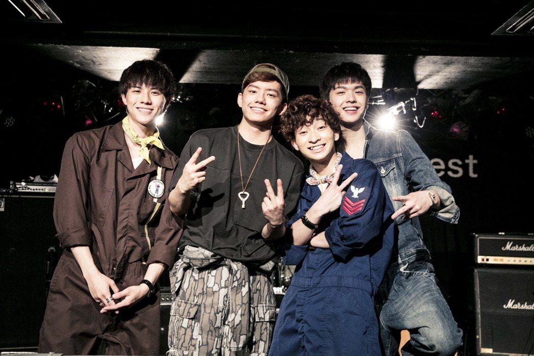 台灣鮮肉男團「noovy」成功在日本舉行小型演唱會。 圖/伊林提供