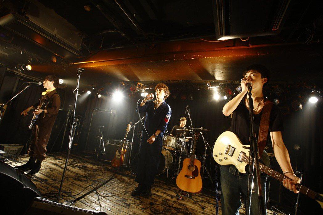 平均年齡19歲的台灣男子團體noovy成功在日本開小型演唱會。圖/伊林提供