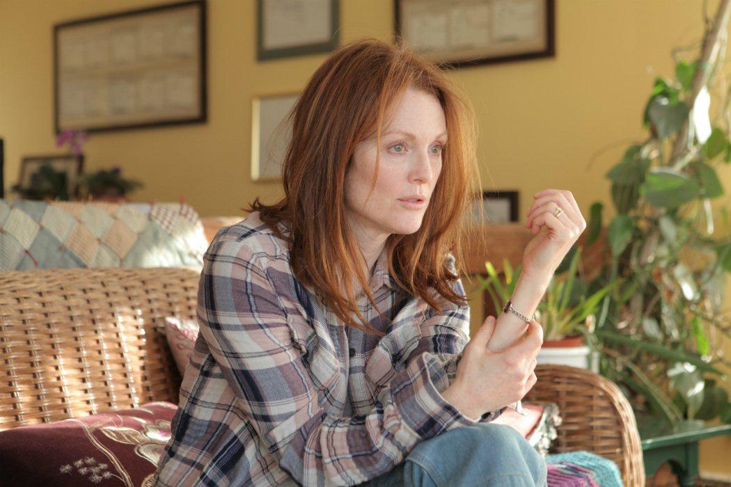 茱莉安摩爾在「我想念我自己」當中演出阿茲海默症患者,表演精湛,拿下奧斯卡影后。圖