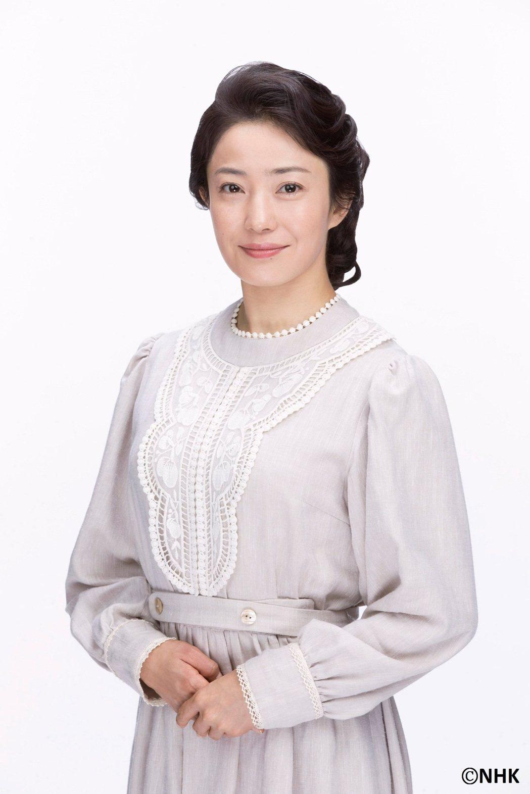 菅野美穗在「童裝小姐」戲中飾演女主角的媽。圖/緯來日本台提供