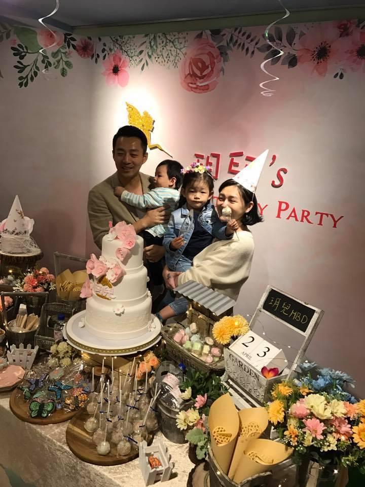 大S(右)和汪小菲(左)一起為女兒玥兒慶生。圖/摘自臉書
