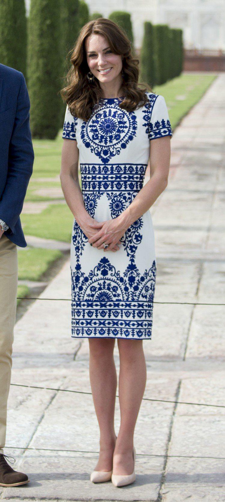 凱特王子妃身穿NAEEM KHAN洋裝。圖/取自品牌官網