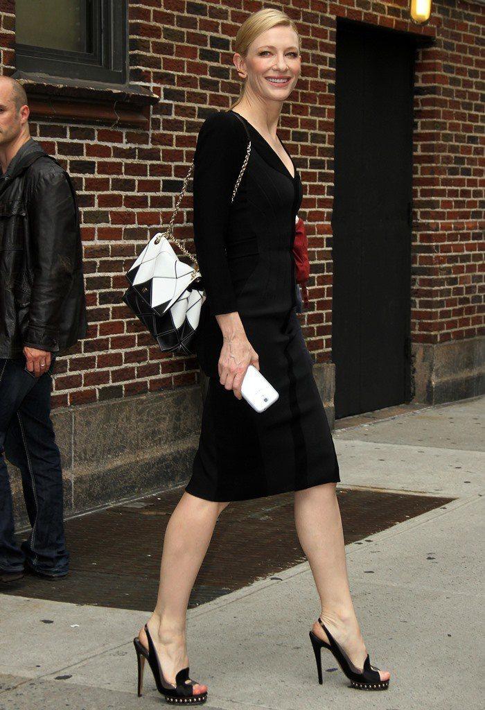 凱特布蘭琪穿NICHOLAS KIRKWOOD高跟鞋優雅無敵。圖/MINOSHI...