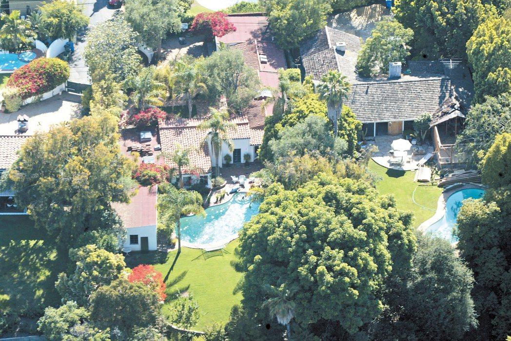 銀幕女神瑪麗蓮夢露當年居住的東灣布倫塢莊園掛牌出售,她1962年在這棟房屋內被發...