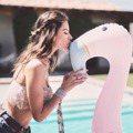 維秘超模好粉紅 變身少女帶老公甜蜜玩水去