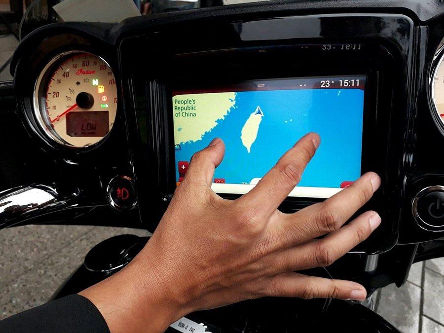 Ride Comman系統讓配戴任何材質的手套都能輕易操作功能界面,該系統更首創...