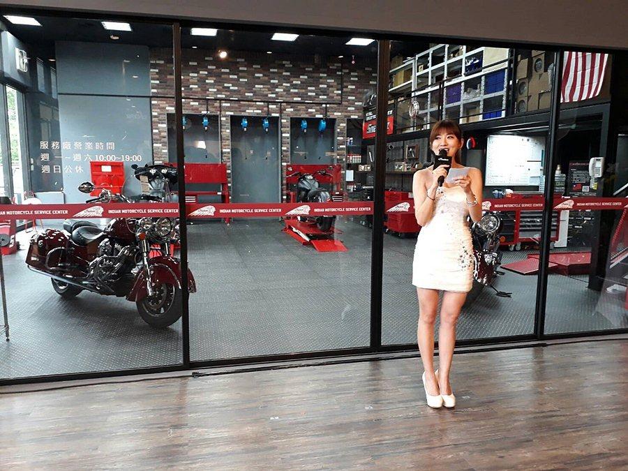 台北旗艦店舉行保養服務廠遷返新車展示中心的剪綵儀式。 計者林和謙/攝影