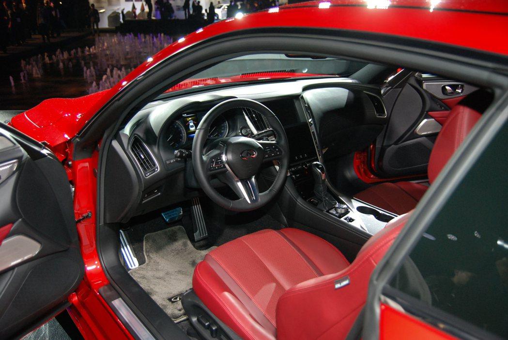 Q60S 3.0t RED SPORT 400 的座艙相當熱血! 記者林鼎智/攝...