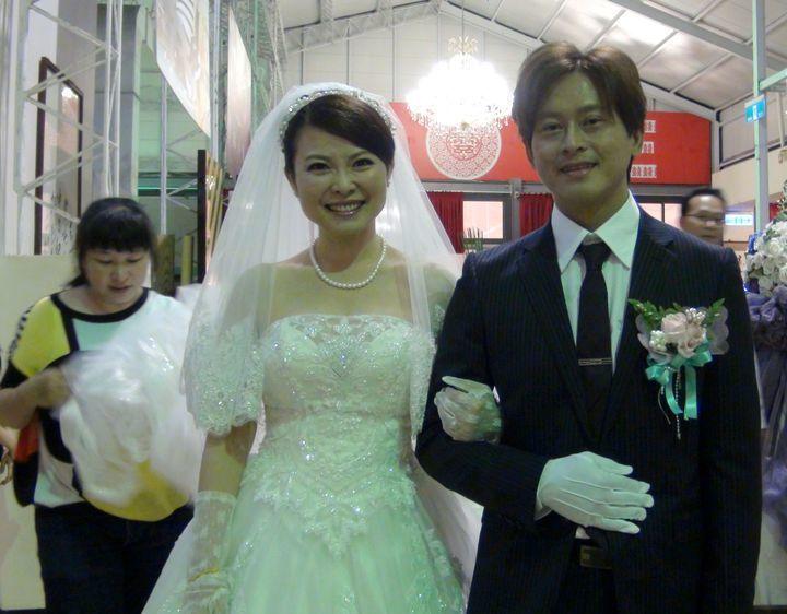 高雄市議員陳美雅和小12歲的高雄市警員夏仕欽,2年前完婚。 圖/聯合報系資料照片
