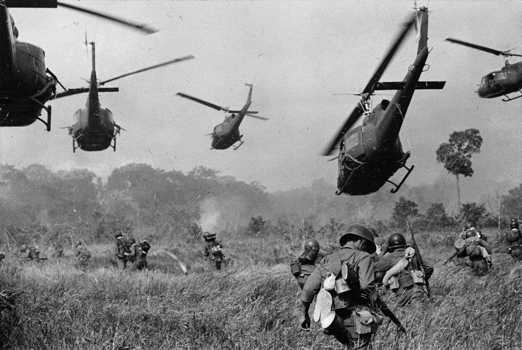 東北亞的盟國和解,也讓鬆綁雙手的美國更積極「冷戰南進」,介入越南戰場。圖為196...
