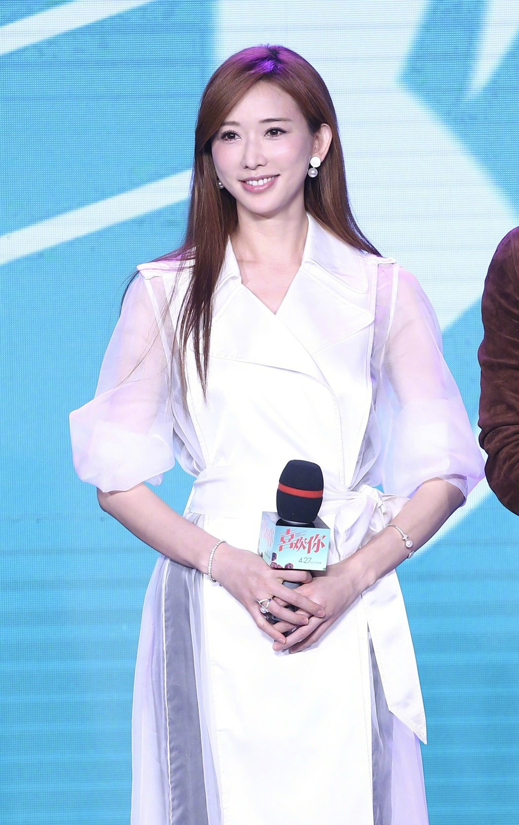 林志玲現身電影「喜歡你」發布會,知性的好氣質比主角還搶眼。圖/摘自微博